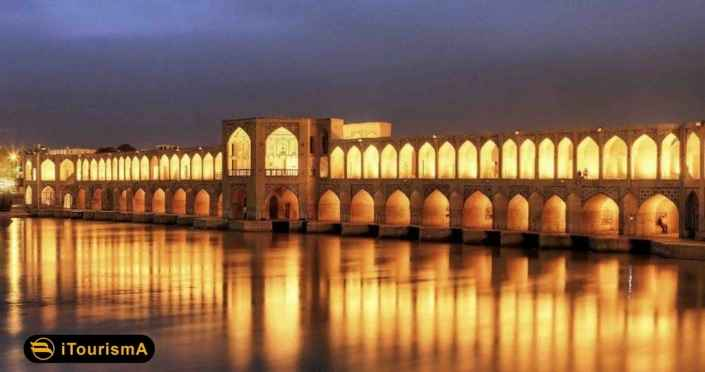 پل خواجو یا پل بابا رکن الدین از بناهای تاریخی معروف اصفهان
