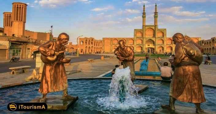 میدان امیر چخماق از زیباترین شاهکارهای معماری و کاشیکاری قرن نهم