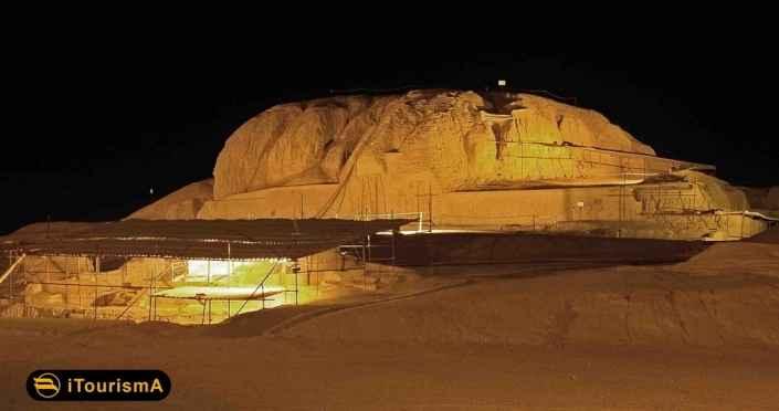 محوطه باستانی سیلک در حومه شهر کاشان