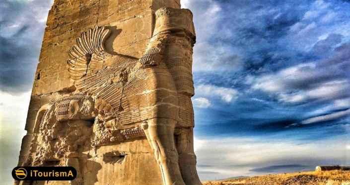 تخت جمشید شهری باستانی در استان فارس