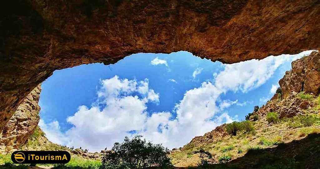 Roodafshan Cave