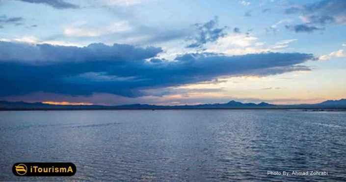 Howz Soltan Lake