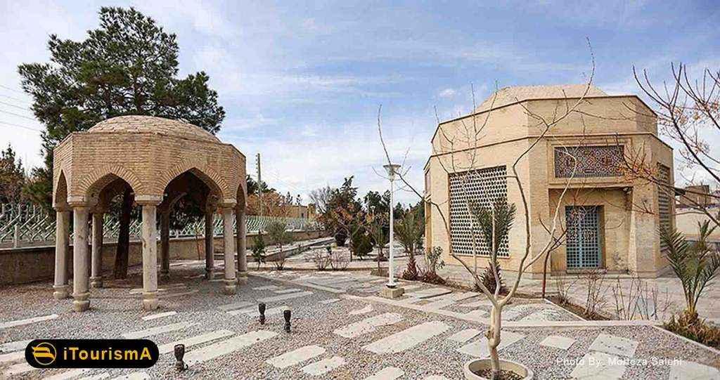 تخت فولاد قبرستانی تاریخی با قدمت 800 ساله در شهر اصفهان است