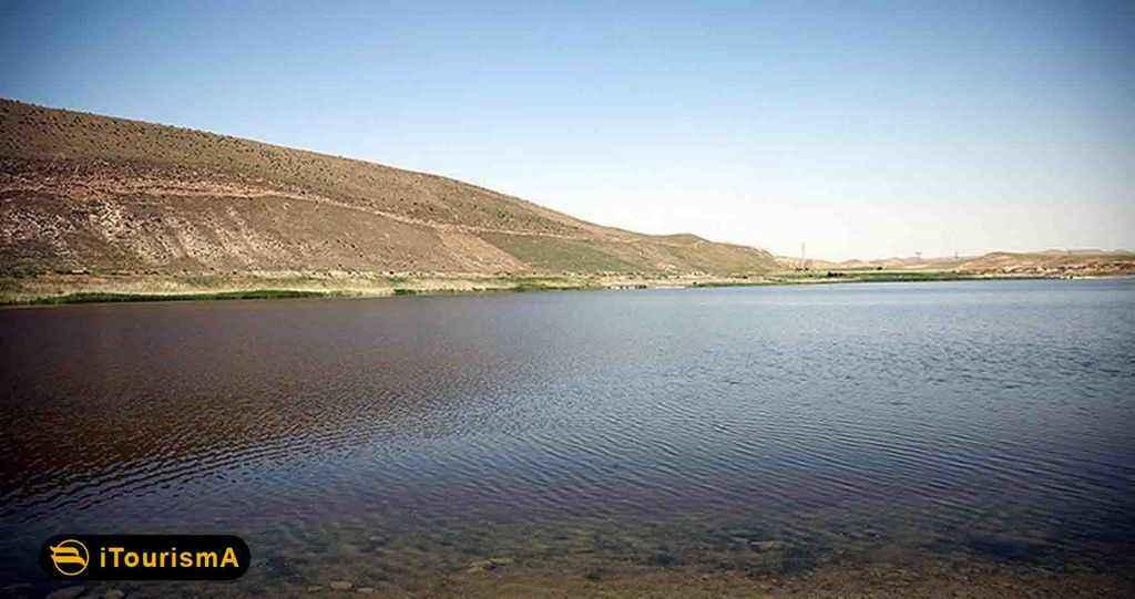 بزنگان یک دریاچه طبیعی در روستایی بزنگان