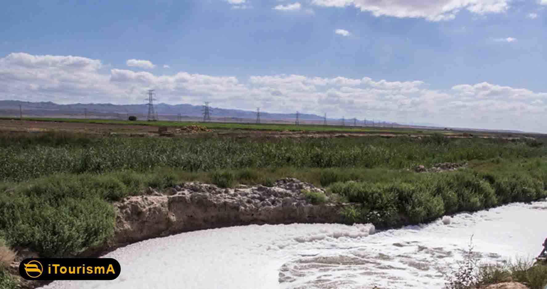رودخانه کشف رود در دره ای به همین نام جاری می شود و یکی از منابع مهم آب به شمار می رود