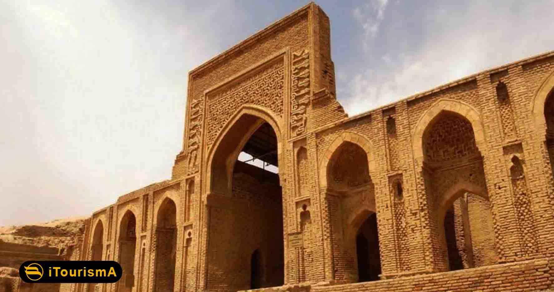 رباط شرف یک بنای تاریخی از دوره سلجوقیان است که به سبک معماری رازی در سرخس